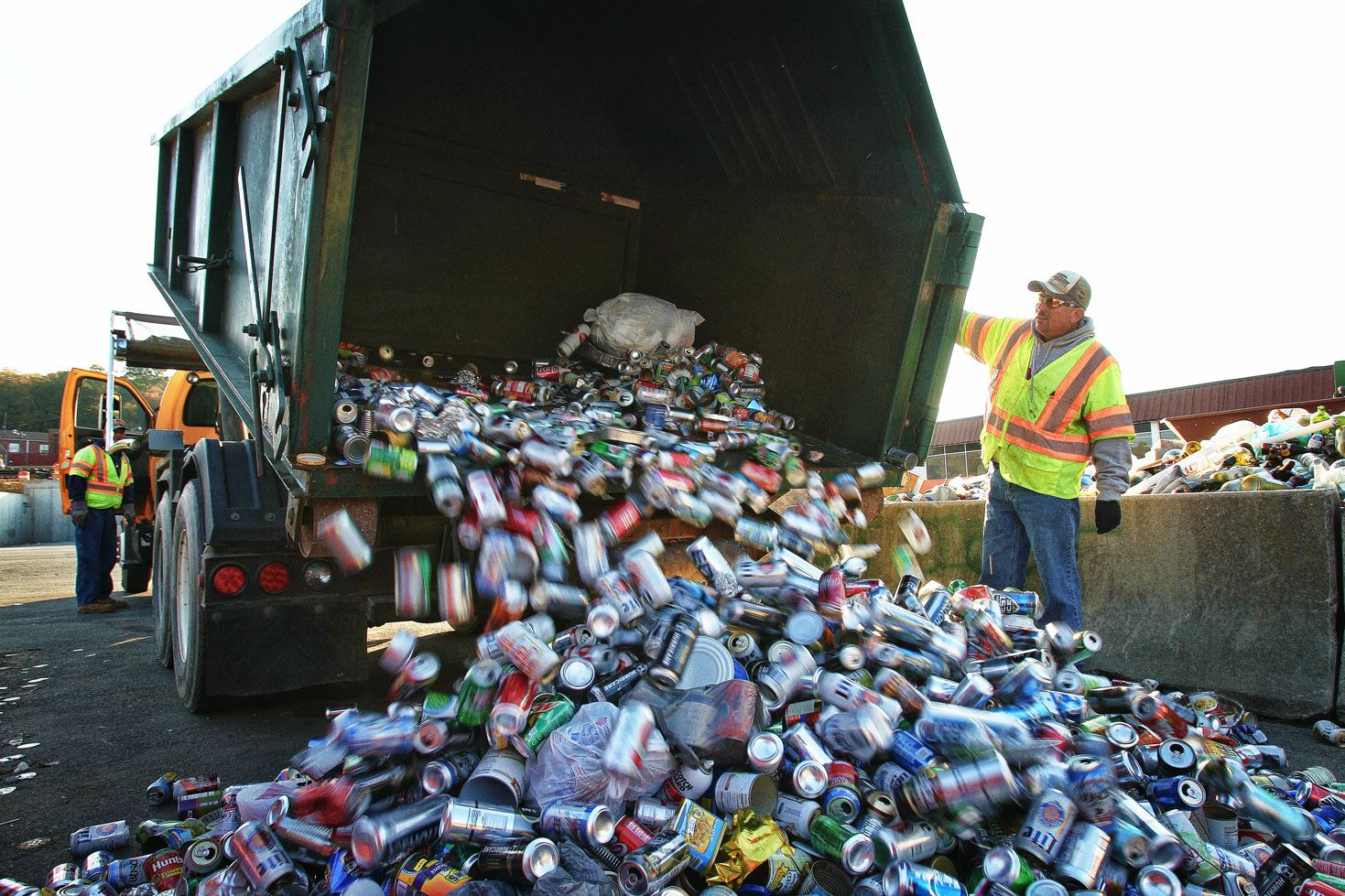 Garbage truck emptying cans